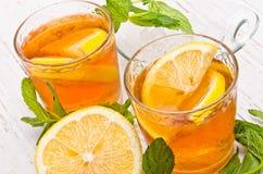 Eis-Tee mit Zitrone Stockfotos