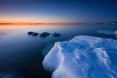 Eis und kaltes Wasser stockfoto
