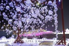 """Eis- und Schneegebäude des Harbin-Eis-Festivals 2018 - å """"ˆå°"""" æ"""" ¨å› ½ é™… å † °é› ªèŠ 'Eis sprudelt -, Spaß, sledging, Nacht, R stockbilder"""