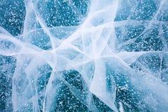 Eis und Sprünge auf der Oberfläche vom Baikalsee lizenzfreie stockbilder