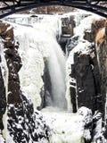 Eis und Wasser bei Paterson Falls, New-Jersey lizenzfreies stockfoto
