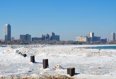 Eis verkrusteter Strand Stockbilder