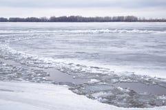 Eisantrieb auf dem Fluss Stockbild
