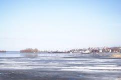 Eisantrieb auf dem Fluss Stockfotografie