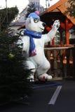 Eisbär an Eisbahn in München Stockfotografie