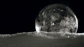 Eisballeinfrieren langsam stock video