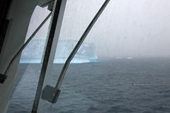 Eisberg, Ansicht vom Kreuzschiff, die Antarktis Stockfotos