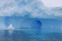 Eisberg in Antarktik lizenzfreie stockbilder
