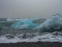 Eisberg auf Atlantikküsten stockfotos