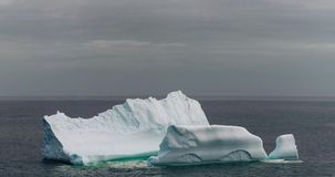 Eisberg der Küste von Neufundland lizenzfreies stockfoto