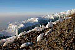 Eisberg am Gipfel der Montierung Kilimanjaro stockfotos