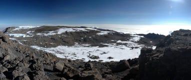 Eisberg am Gipfel der Montierung Kilimanjaro panoramisch lizenzfreie stockfotografie