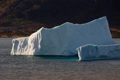 Eisberg mit Schatten Stockfotos