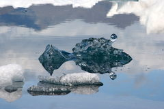 Eisberg von einem See in Island Lizenzfreies Stockfoto