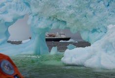 Eisberg vor der Küste von der Antarktis stockbild
