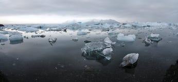 Eisberge an der Gletscherlagune Lizenzfreie Stockbilder