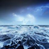 Eisberge, die in Jokulsarlon Glazial- See schwimmen Lizenzfreie Stockfotos