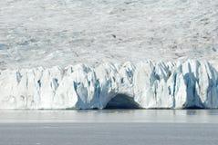 Eisberge, die in Jokulsarlon-Gletschersee, Island schwimmen Stockbild