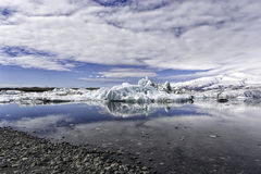 Eisberge im Jokulsarlon-Gletschersee Lizenzfreie Stockfotos