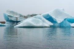 Eisberge im See Jokulsarlons, Island lizenzfreies stockfoto