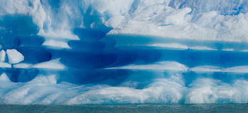 Eisberge im Wasser, der Gletscher Perito Moreno argentinien Lizenzfreie Stockfotos