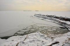 Eisberge und Eis-Kreise auf Michigansee lizenzfreies stockfoto