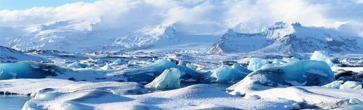 Eisbergpanoramablick von jokulsarlon lizenzfreie stockfotografie