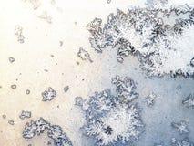 Eisbildungen auf Glas Stockfoto