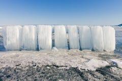 Eisblöcke auf blauem Eis, Olkhon-Insel, der Baikalsee Stockbilder