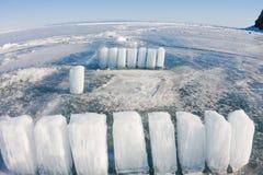 Eisblöcke auf blauem Eis, Olkhon-Insel, der Baikalsee Lizenzfreies Stockfoto