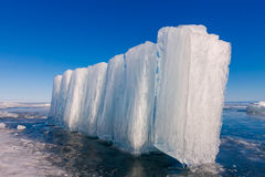 Eisblöcke auf blauem Eis, Olkhon-Insel, der Baikalsee Lizenzfreie Stockfotos