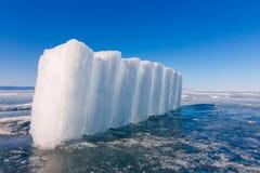 Eisblöcke auf blauem Eis, Olkhon-Insel, der Baikalsee Lizenzfreie Stockfotografie