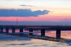 Eisblöcke winken geverwischt auf Fluss Amur, Russland zu Stockbild