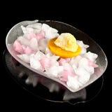 Eiscreme auf einem Pfirsich Lizenzfreie Stockbilder