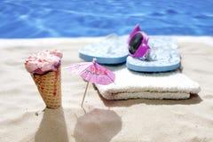 Eiscreme an den heißen Tagen des Strandfeiertags Lizenzfreies Stockfoto
