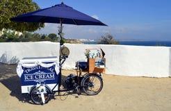 Eiscreme, die von einem Fahrrad verkauft Lizenzfreie Stockfotos
