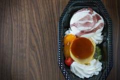 Eiscreme-Mischungskaramel-Vanillepuddingpudding Stockbild