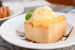 Eiscreme mit Brot Stockbild
