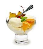 Eiscreme mit Frucht Stockfotografie
