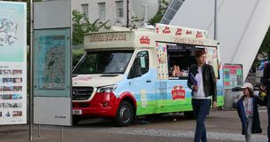 Eiscreme-Nahrungsmittel-LKW in London stock video