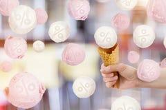 Eiscremebälle mit Interesse Stockbild