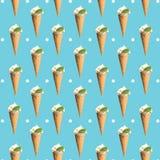 Eiscremekegel über weißem Hintergrund Stockfotos