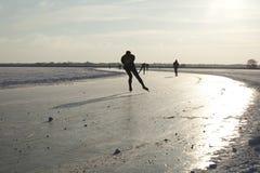 Eiseislauf auf natürliches Eis in den Niederlanden Lizenzfreies Stockbild