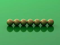 Eisen, das Golfball in der Bewegung schlägt Stockfotos