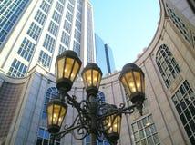 Eisen-Lampen im Stadtzentrum gelegen Stockfotografie