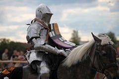 Eisen-Ritter auf Pferd Stockbild