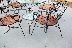 Eisen-Stuhl entspannen im Park Lizenzfreie Stockfotografie