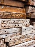 Eisen- und Holzwand. Stockbild