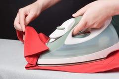 Eisen und rotes Hemd Stockfotografie