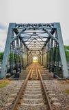 Eisenbahn auf einer Brücke, Weichzeichnung Stockbilder